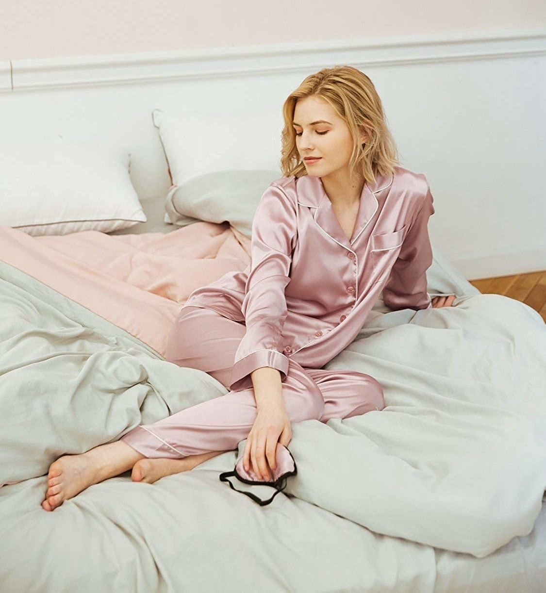 A model wearing the pajama set in bed