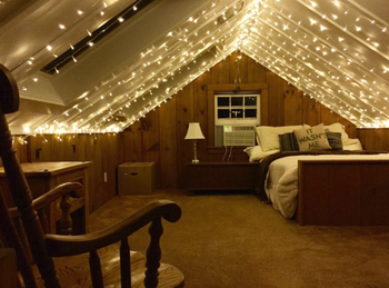 twinkle lights along the top of a bedroom ceiling