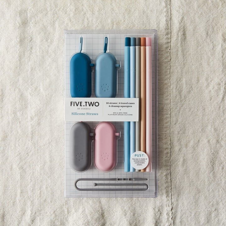 Reusable silicone straws in package