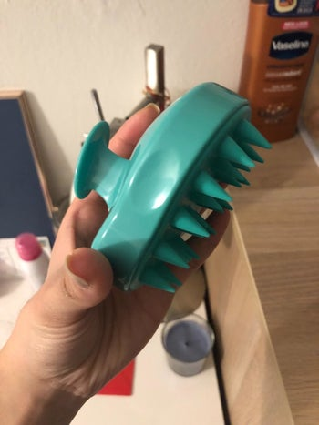 Side view to show the soft textured bristles