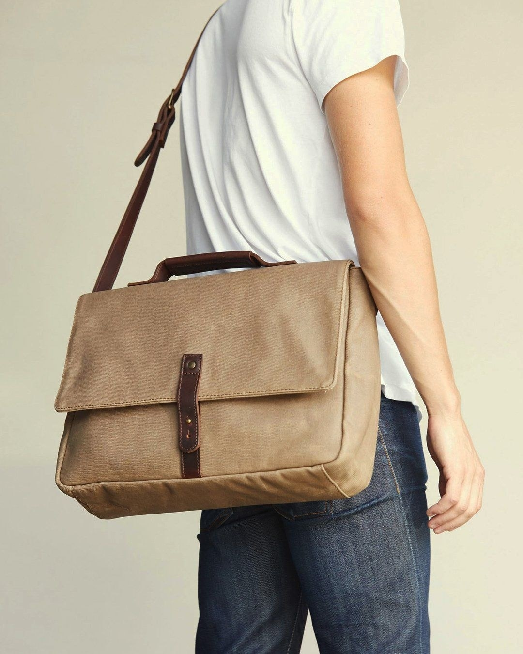 The messenger bag in brown