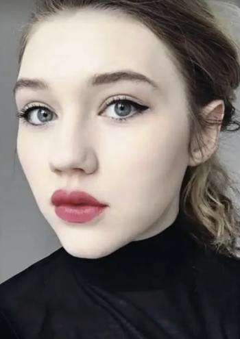 same editor shows off eyeliner wings