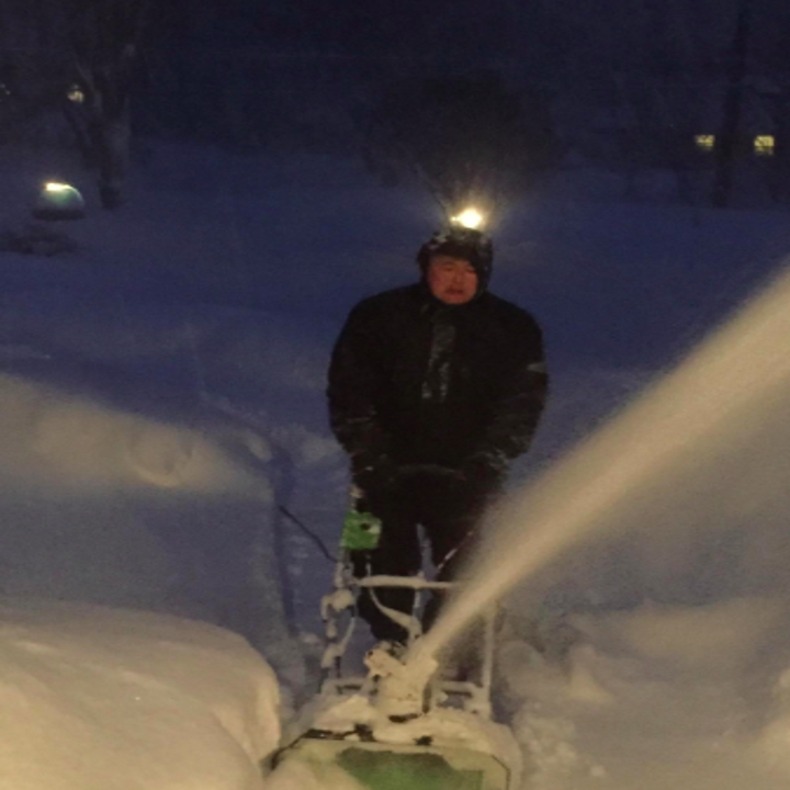 reviewer pic of the snow thrower in action