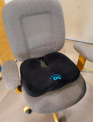 reviewer's pic of the seat cushion on an office chair