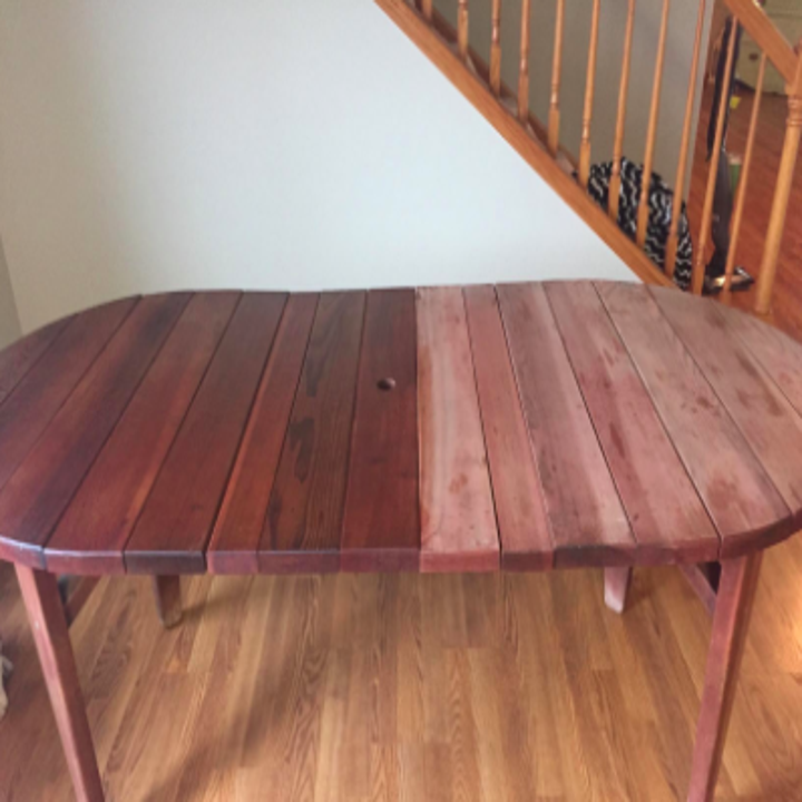 reviewer pic of half dining table with the wood polish on it, half of it without it