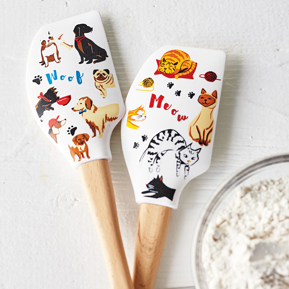 The dog and cat spatulas
