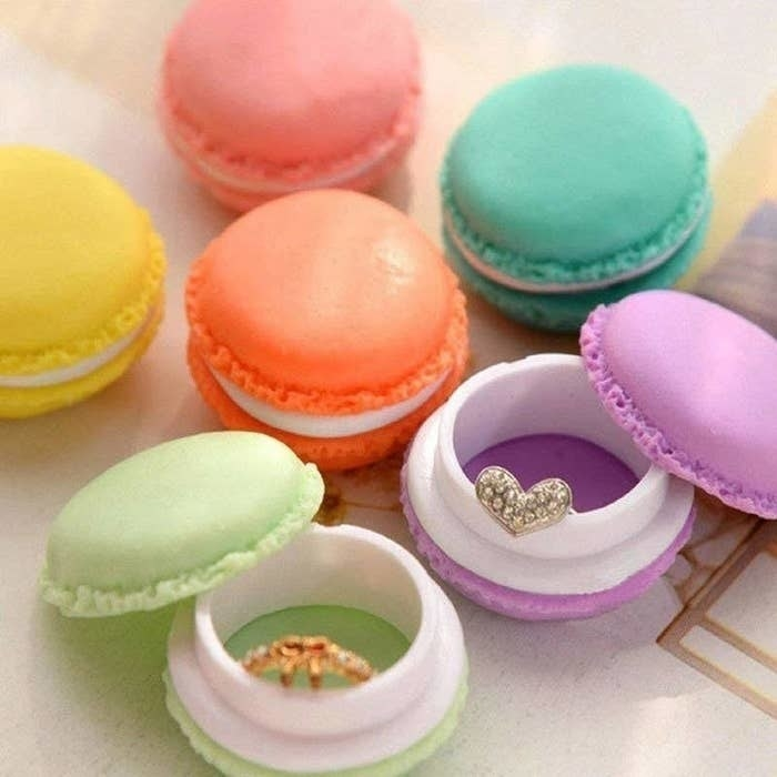 the macaroon boxes in green, pink, purple, teal, and yellow with rings inside