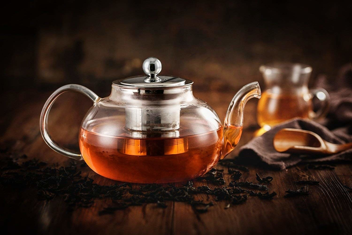 The teapot and diffuser filled with tea.