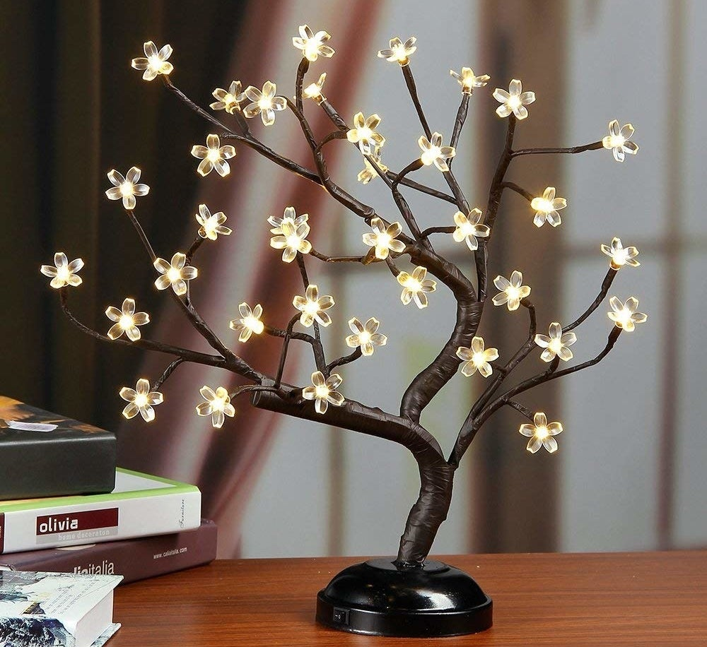 The bonsai tree in warm white.