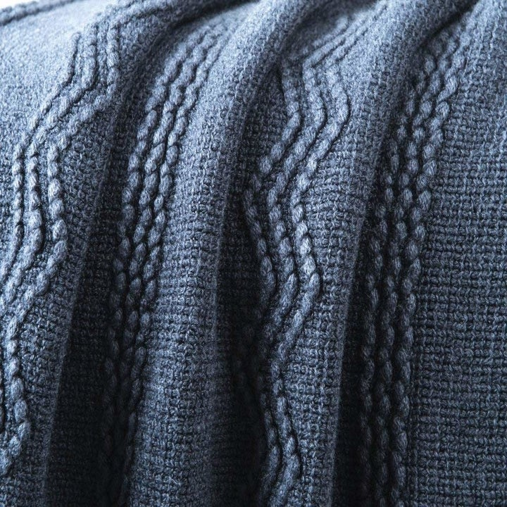 A close up on the blanket.