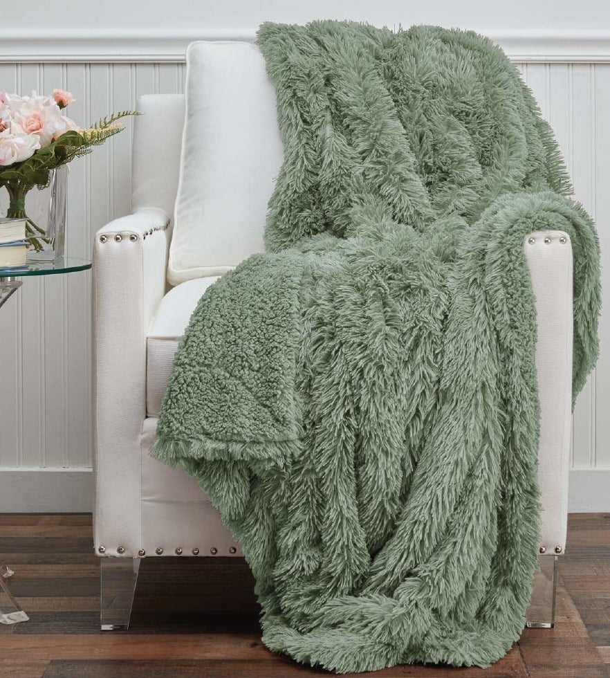 the throw blanket in green