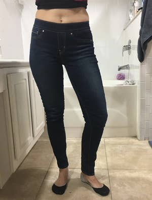 reviewer wearing the jeans in dark blue