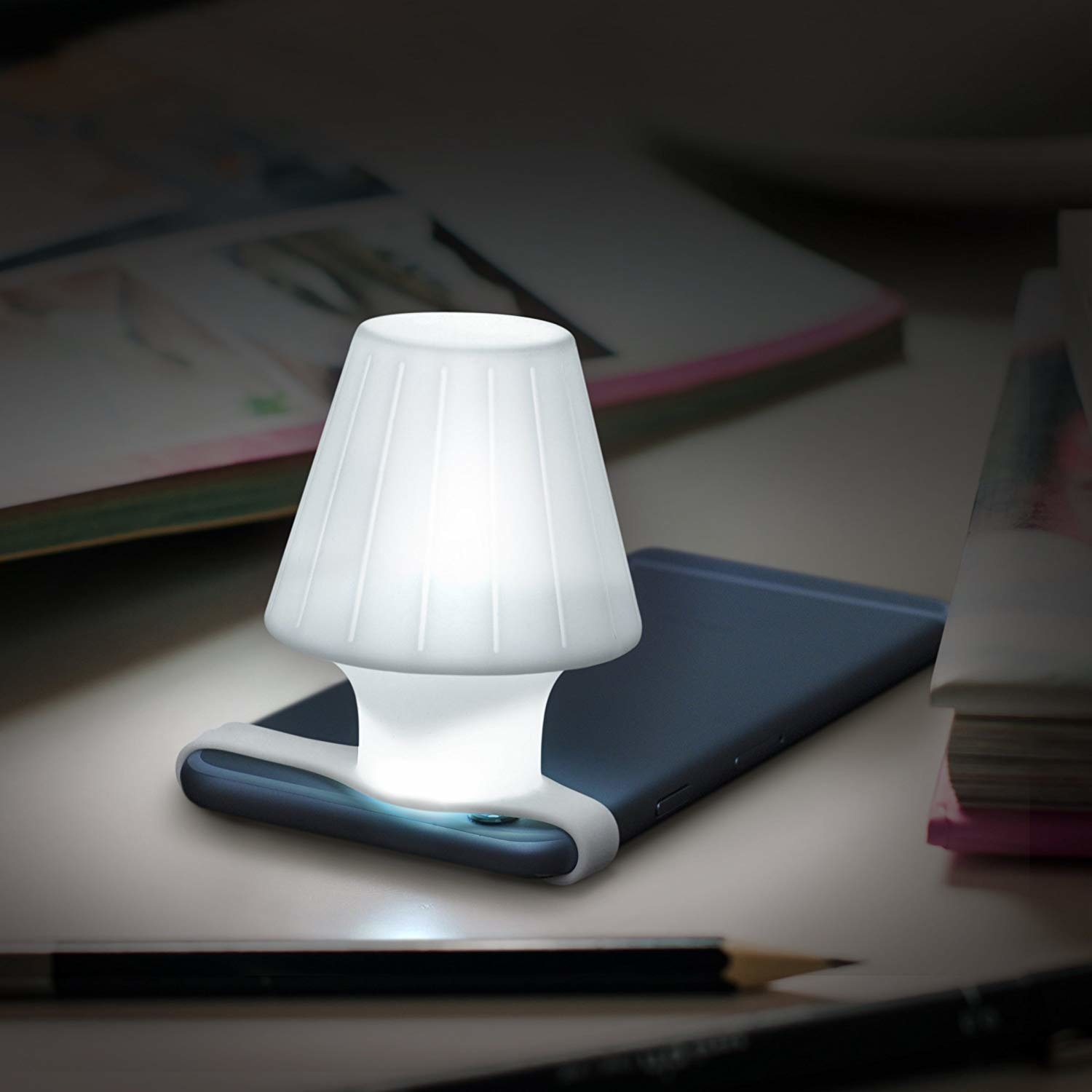 lamp-style attachment on mobile phone that makes the phone flashlight much brighter