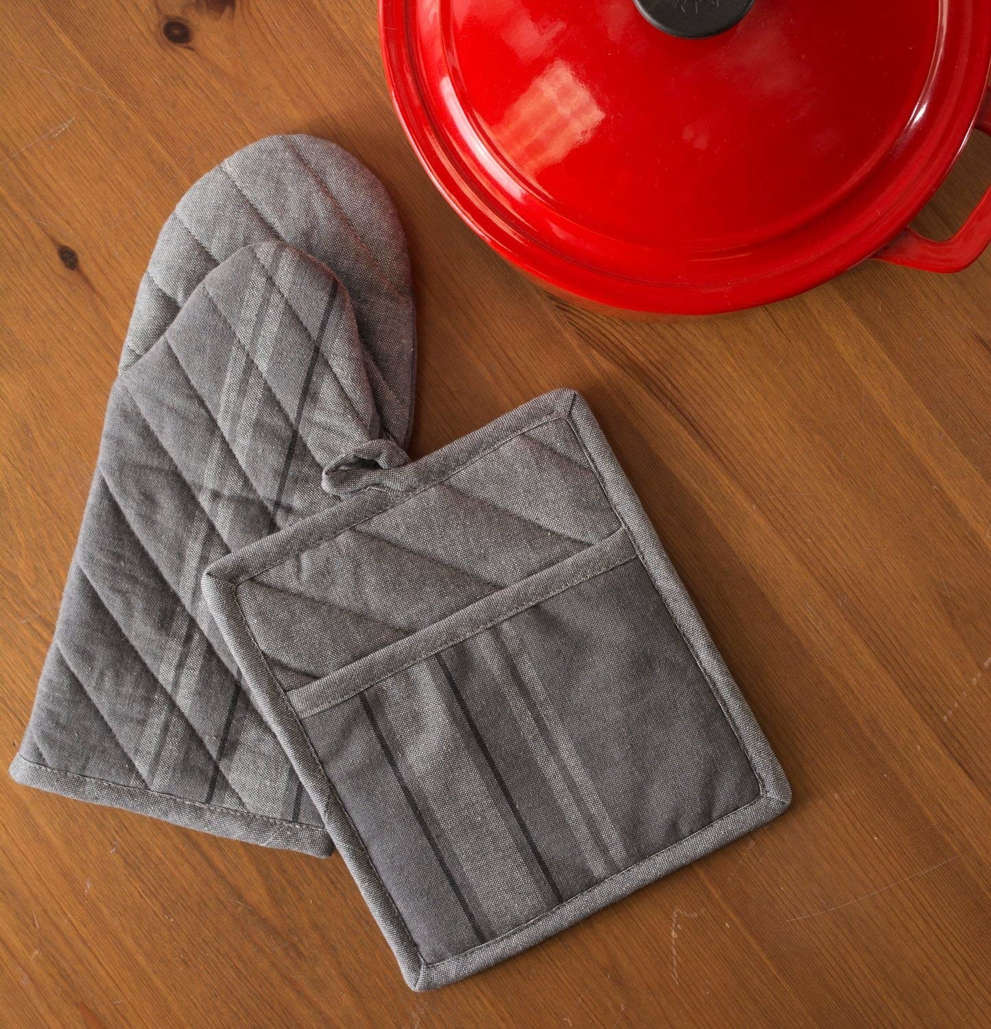 gray chambray oven mit and pot holder