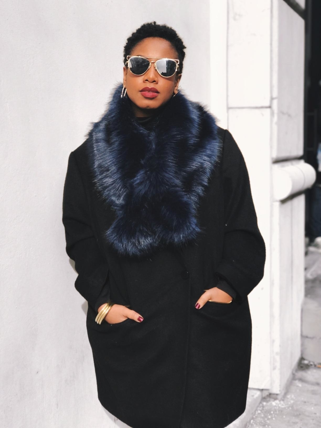 Reviewer wearing the faux fur collar scarf in dark blue