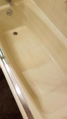 clean bathtub floor