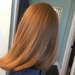 The same woman showing her hair straight and frizzless.