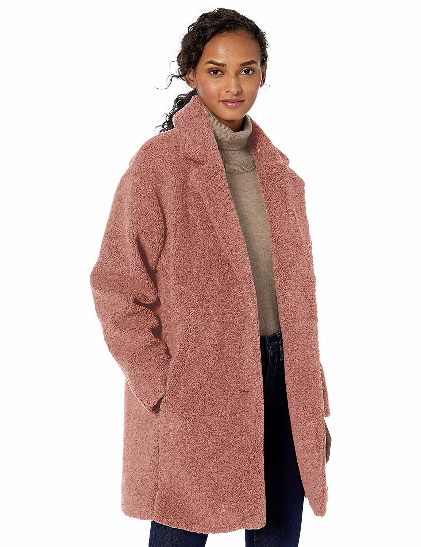 A model in the light rose hip-length jacket