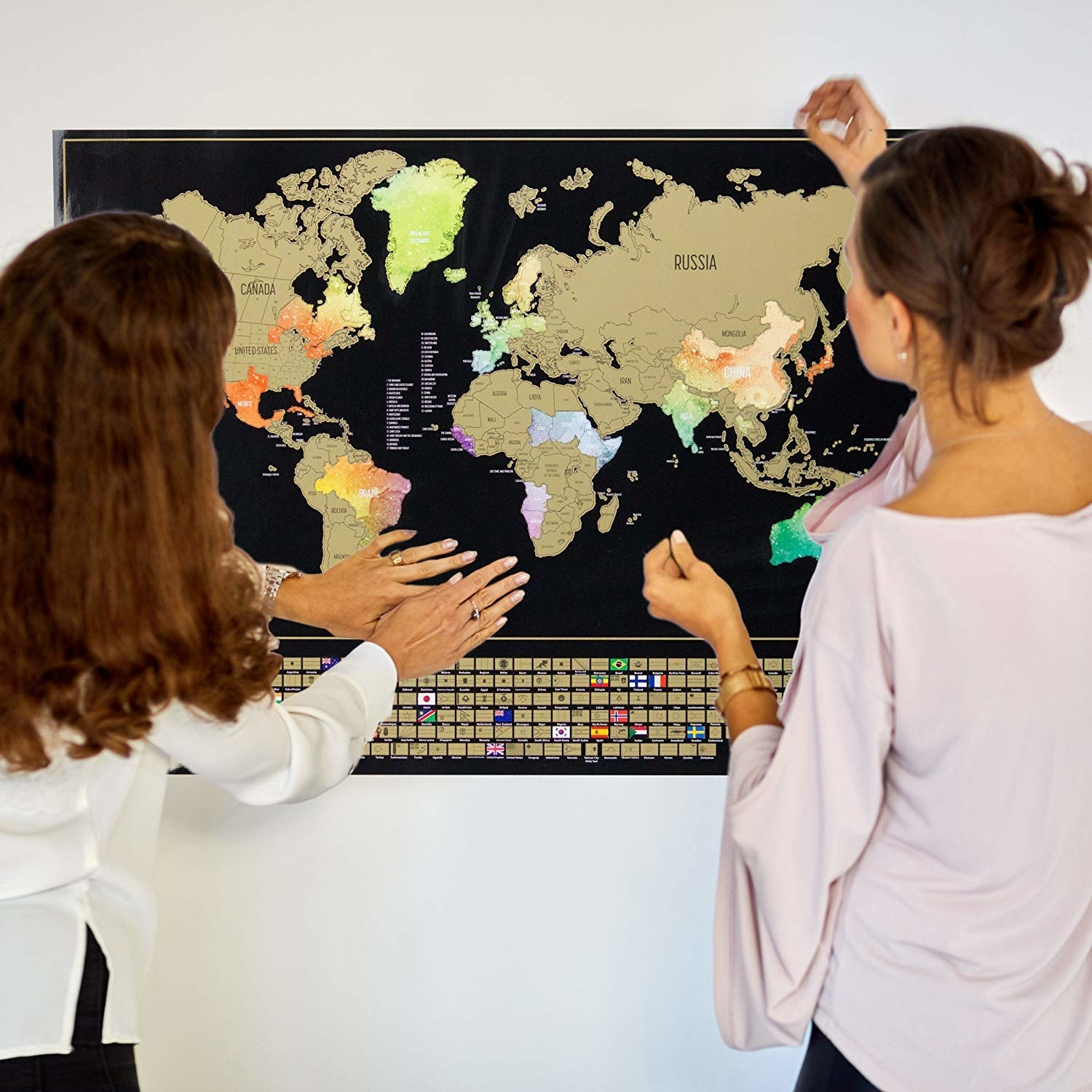 Two people filling in their map.
