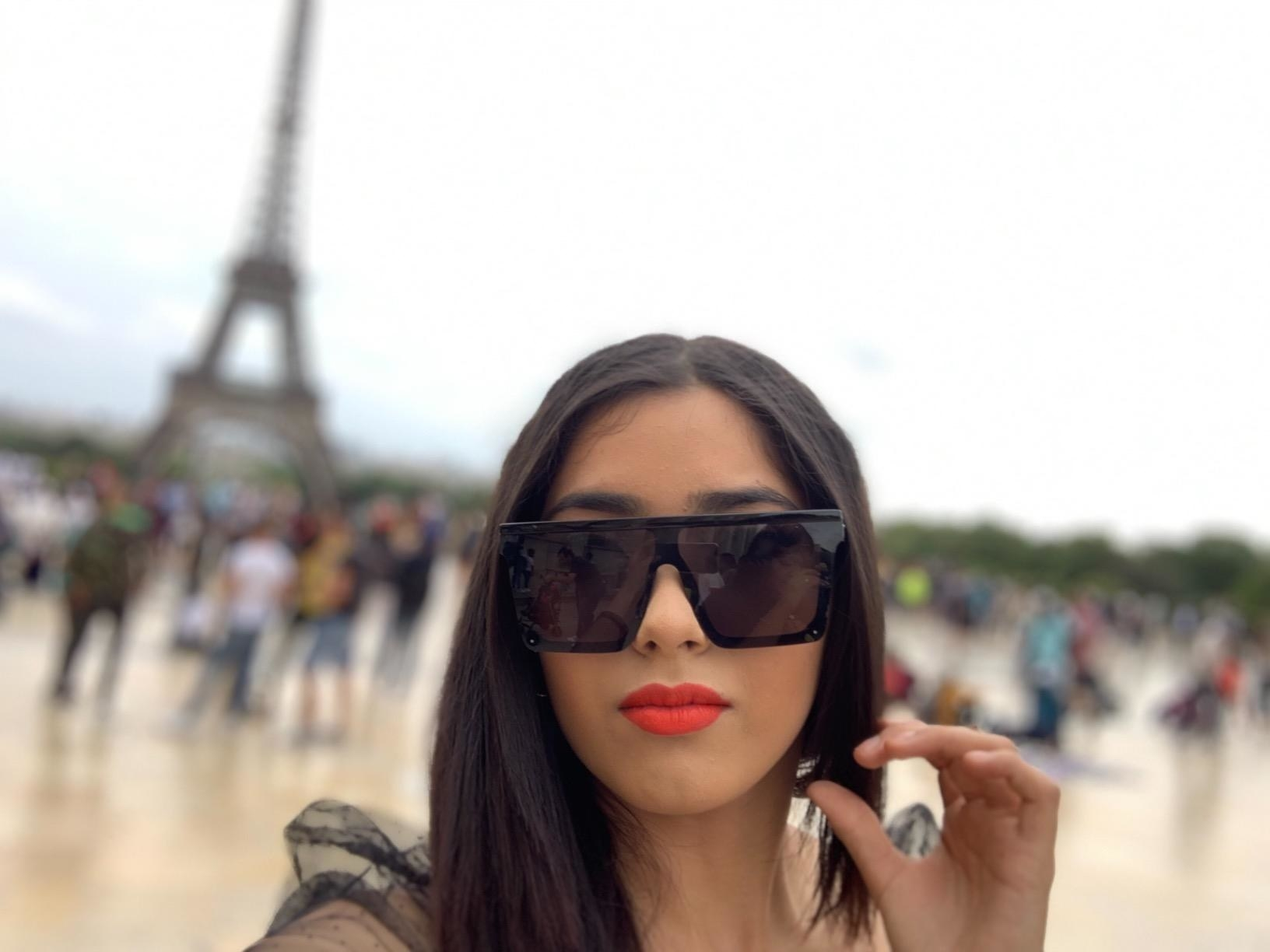 Reviewer in the black sunglasses