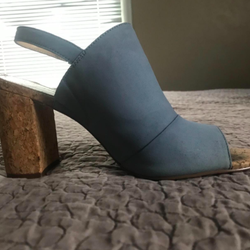 Blue heel with no stain in sight