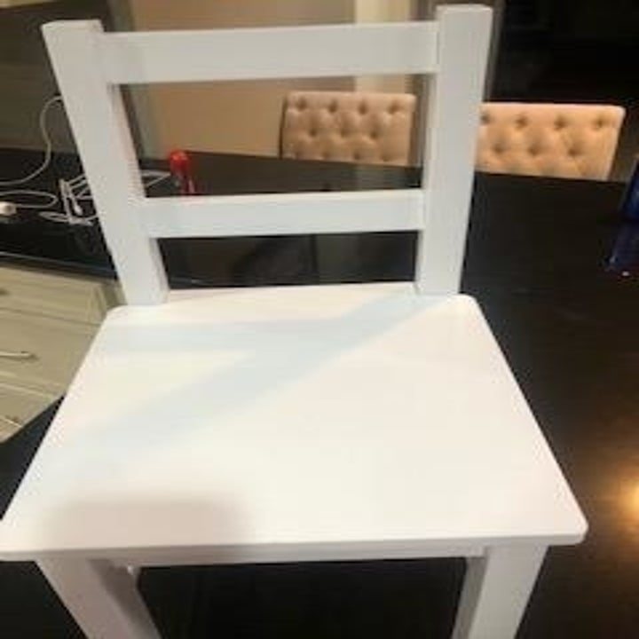 The same white chair with no blue scribbles