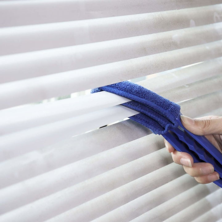 the brush cleaning blinds