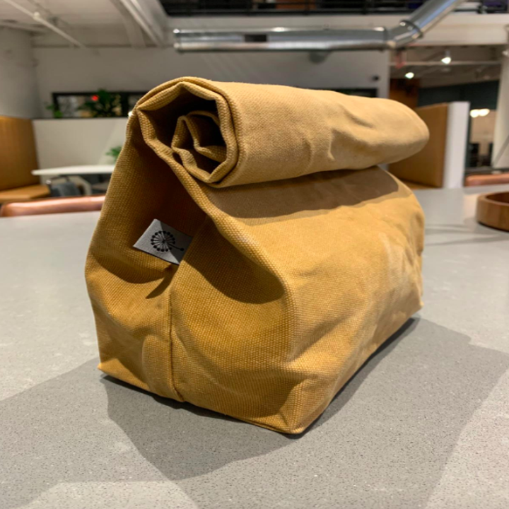 Waxed canvas lunch bag in sand color