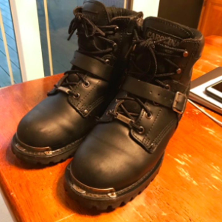 same reviewer's pic of the boots looking new