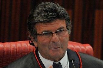Fux, que engavetou julgamento de auxílio-moradia por 3 anos, agora suspende juiz de garantias