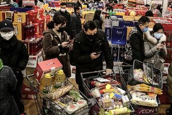 As imagens do caos na metrópole chinesa isolada por causa do coronavírus