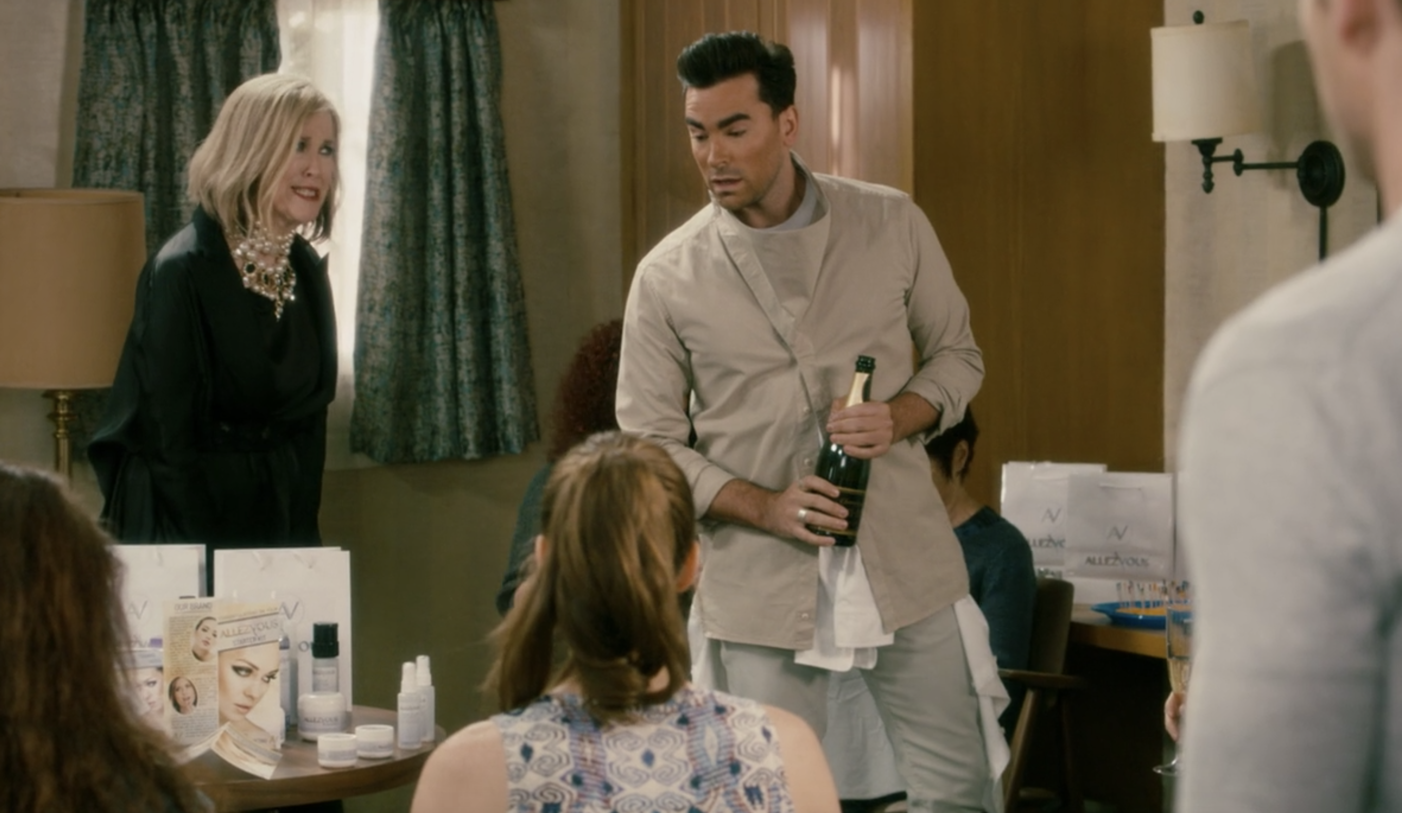 27 Schitt S Creek Behind The Scenes Facts You Probably Didn T Know But 100 Should All your memes, gifs & funny pics in one place. creek behind the scenes facts
