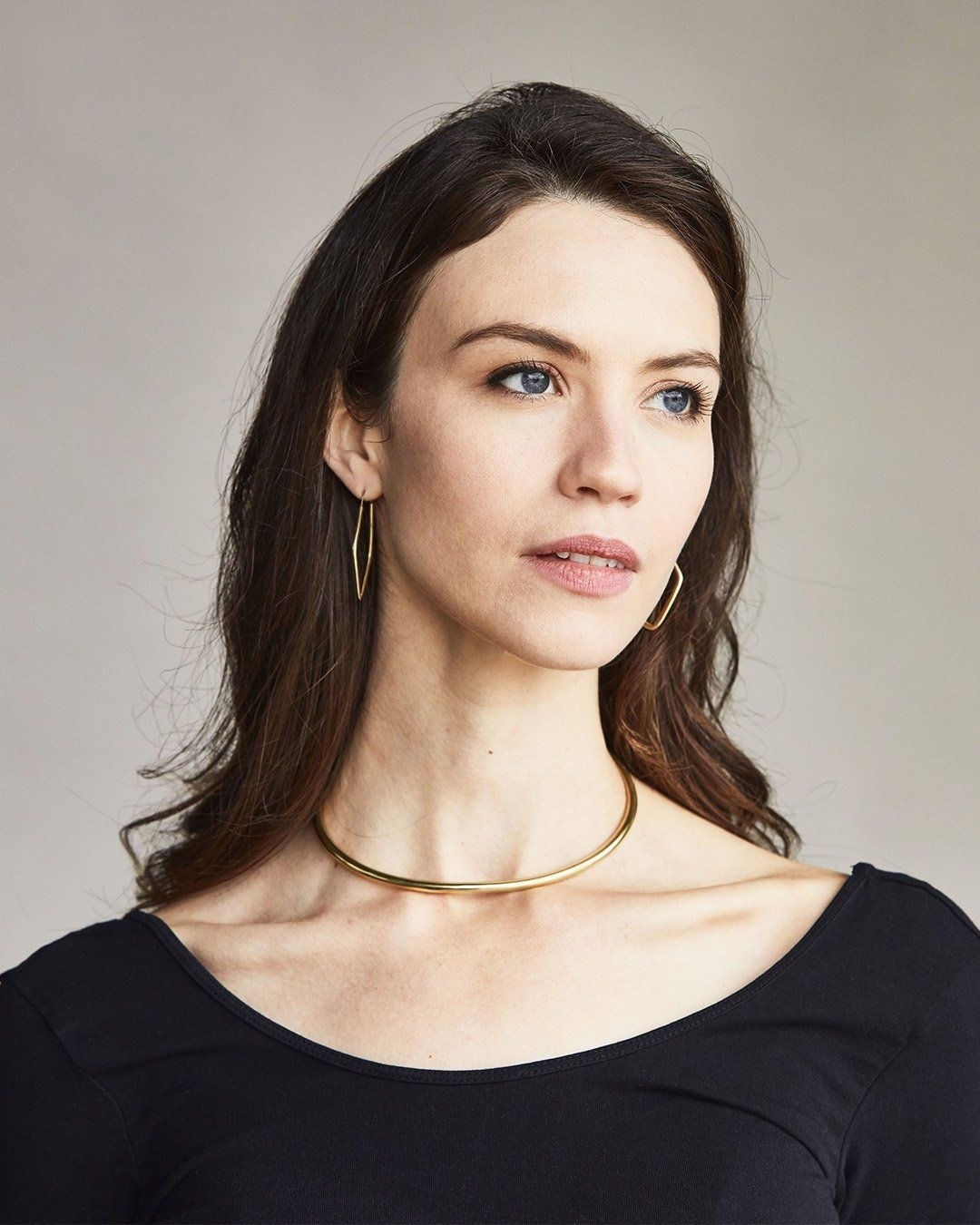 A model wearing the necklace
