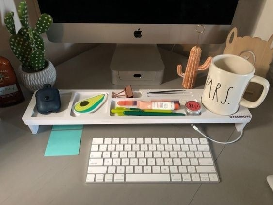 reviewer photo showing keyboard shelf perfectly organized on their desk