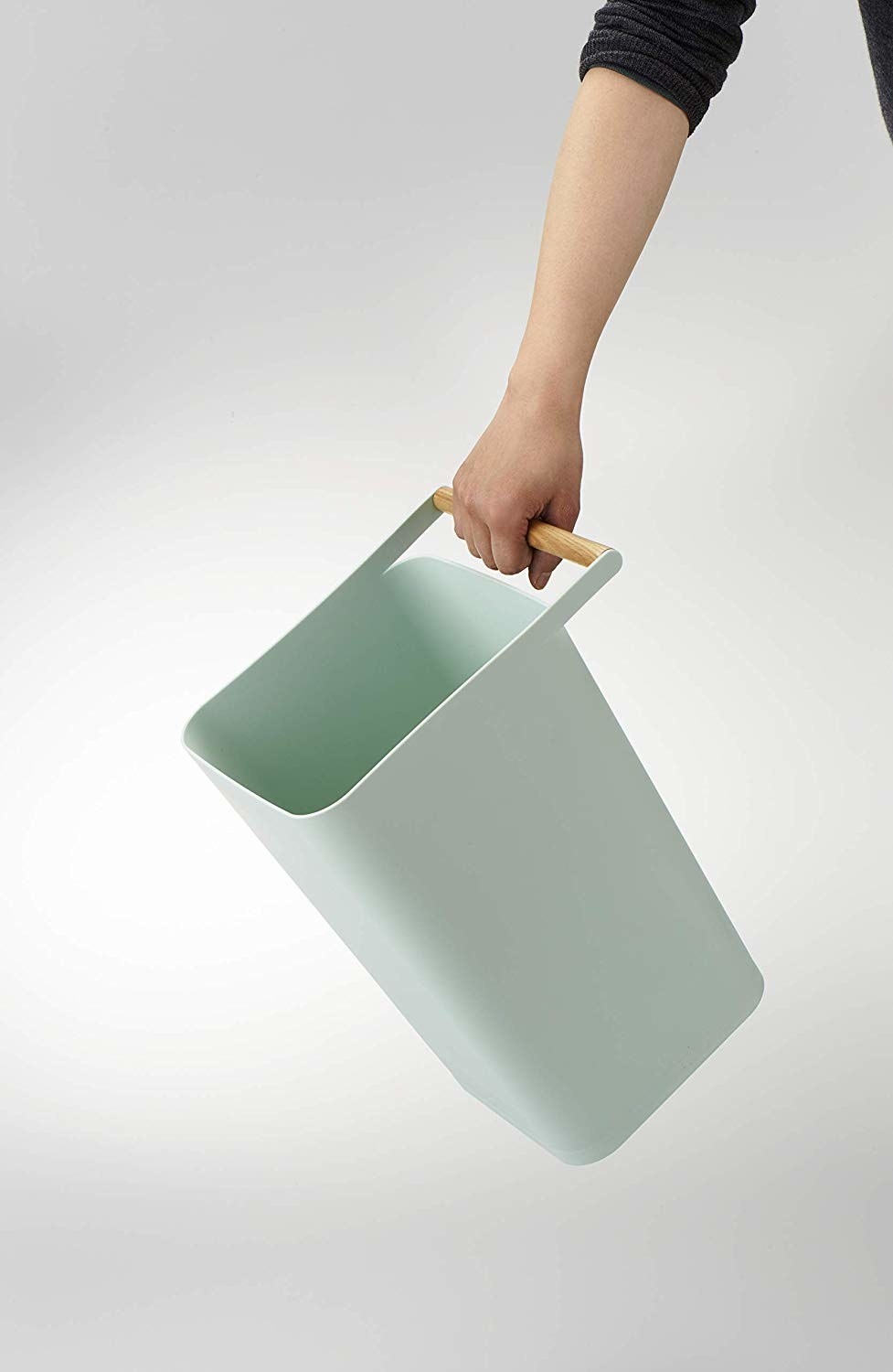 Mint trash can with wooden handle
