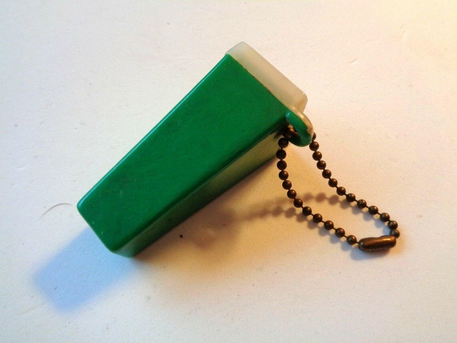 A green photo viewer key chain.