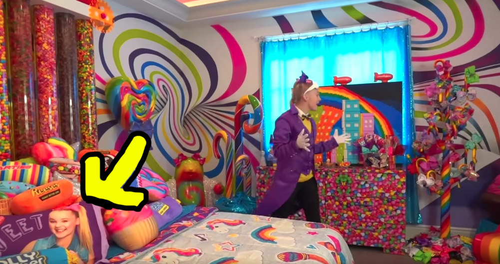 Jojo Siwa Gave A Tour Of Her New Bedroom And Now I Feel Like I Have 4 Cavities And Need A Root Canal