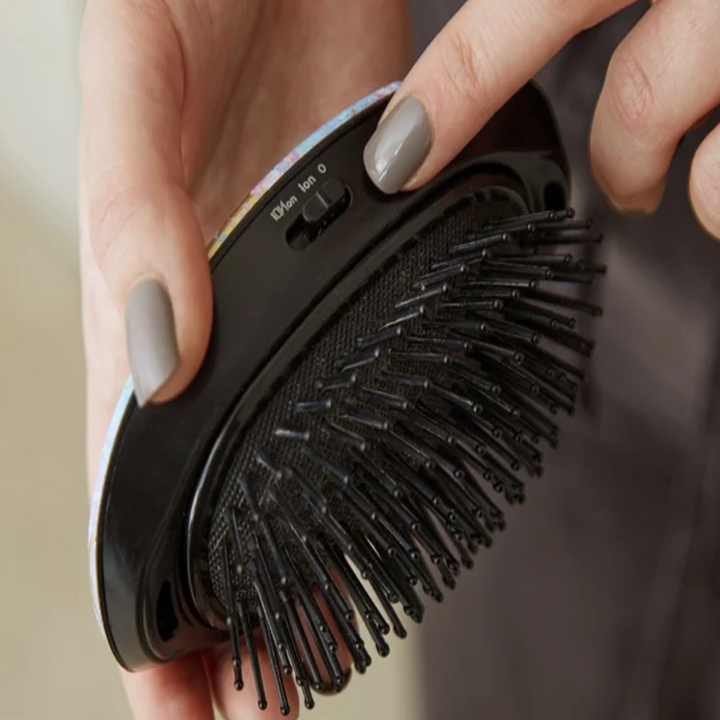 Model showing the switch for the different modes on the hair brush