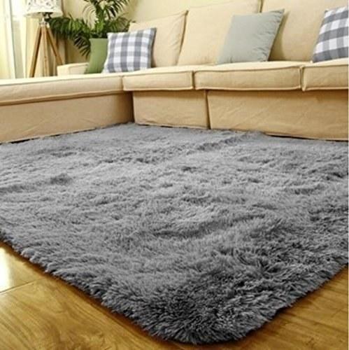 The shag rug in grey