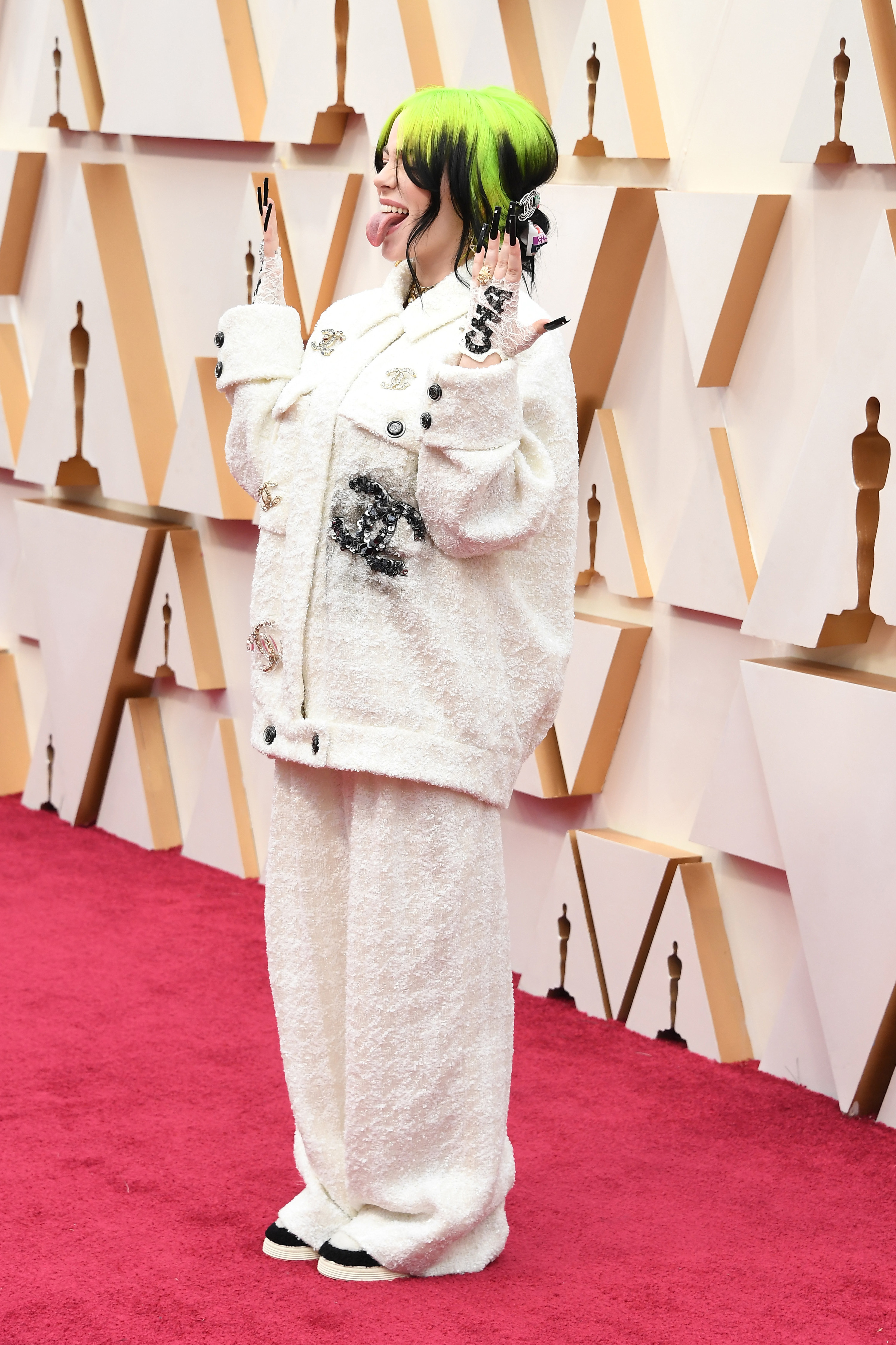 2020 Oscars Billie Eilish Wore A Cozy Chanel Suit To The Red Carpet Without Her Signature Veil Or Sunglasses