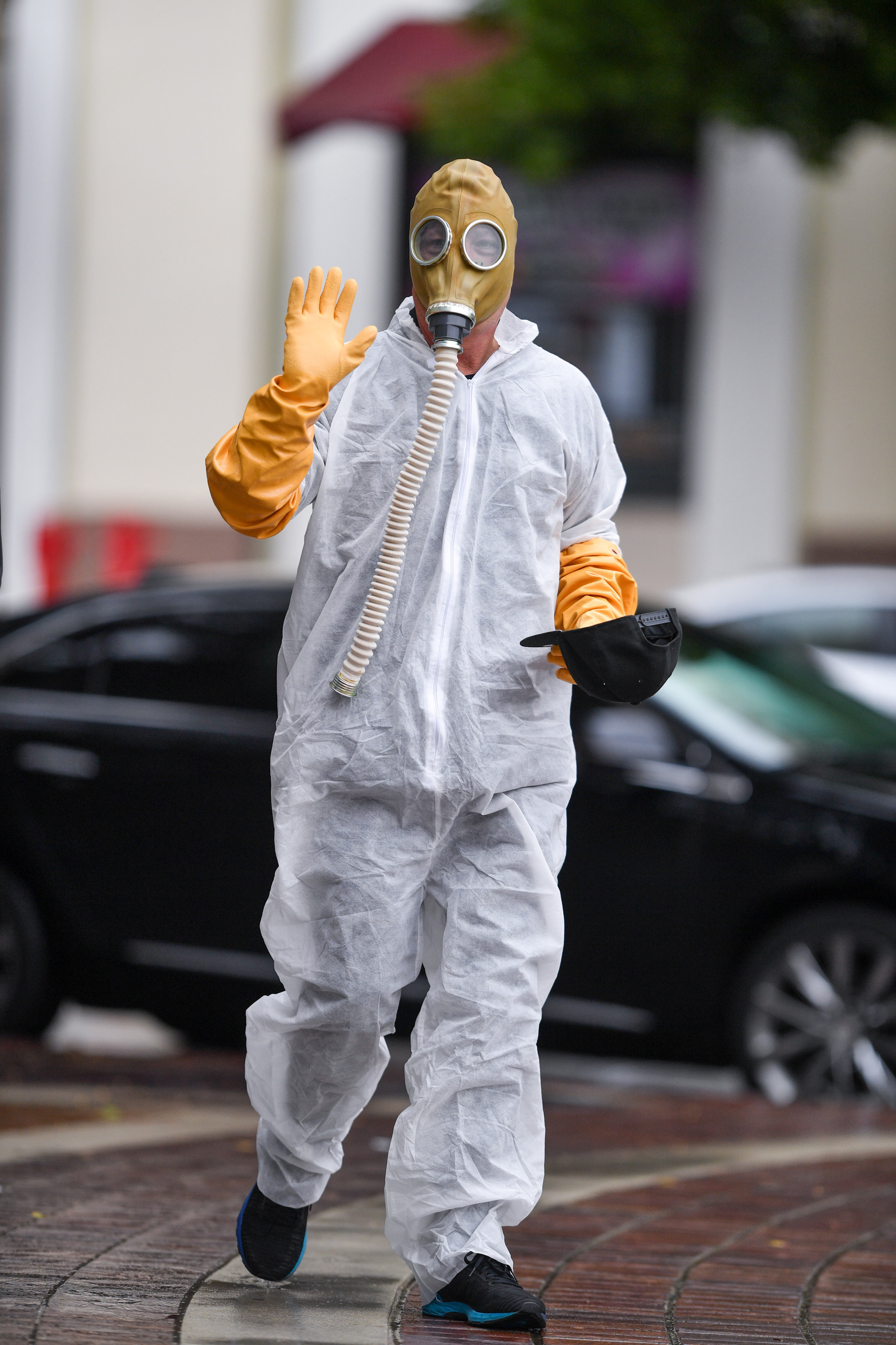 Howie Mandel Wore A Hazmat Suit And Gas Mask To The Set Of America S Got Talent Amid The Coronavirus Outbreak