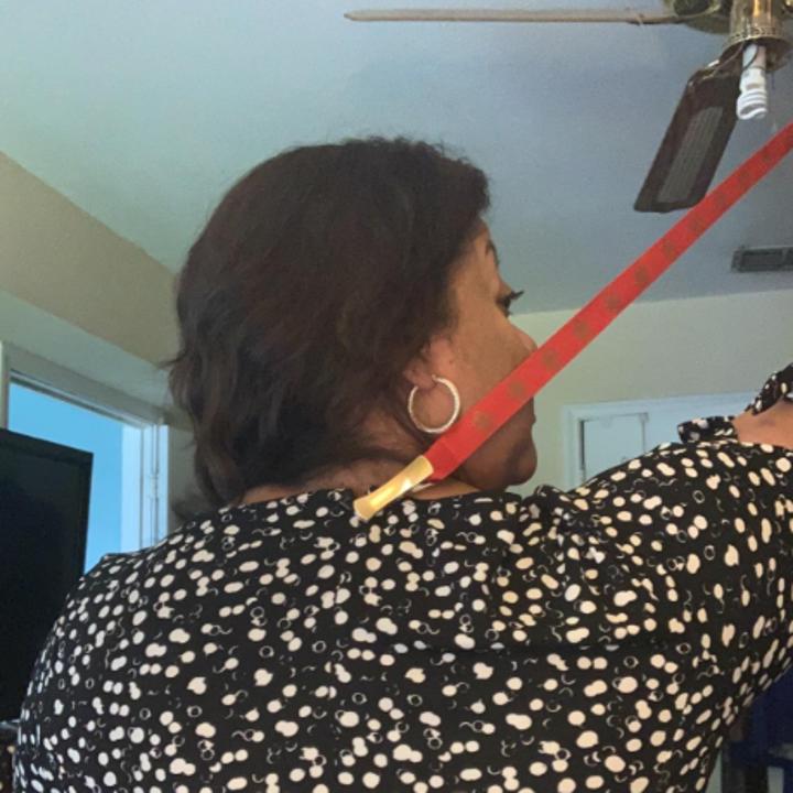 Reviewer using the zipper puller