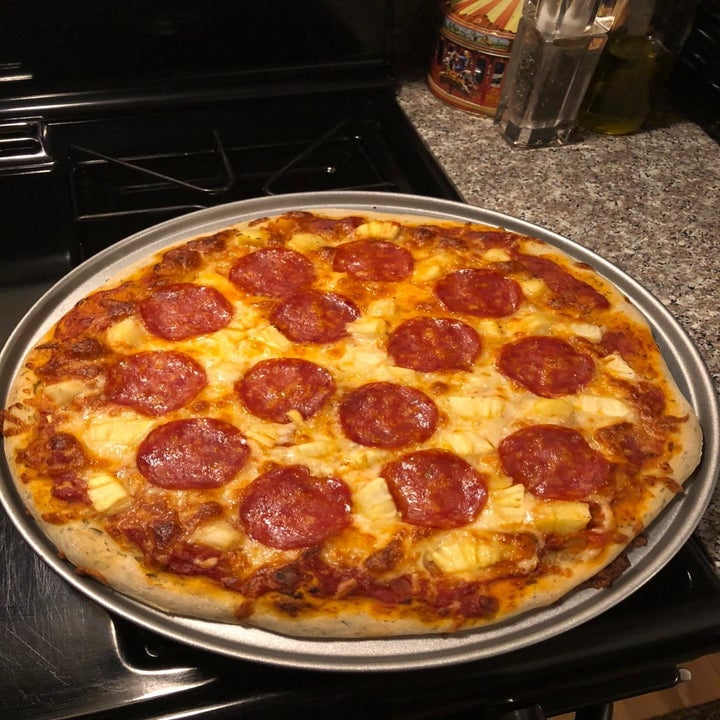 After reviewer image of a perfectly cooked pizza on the pan
