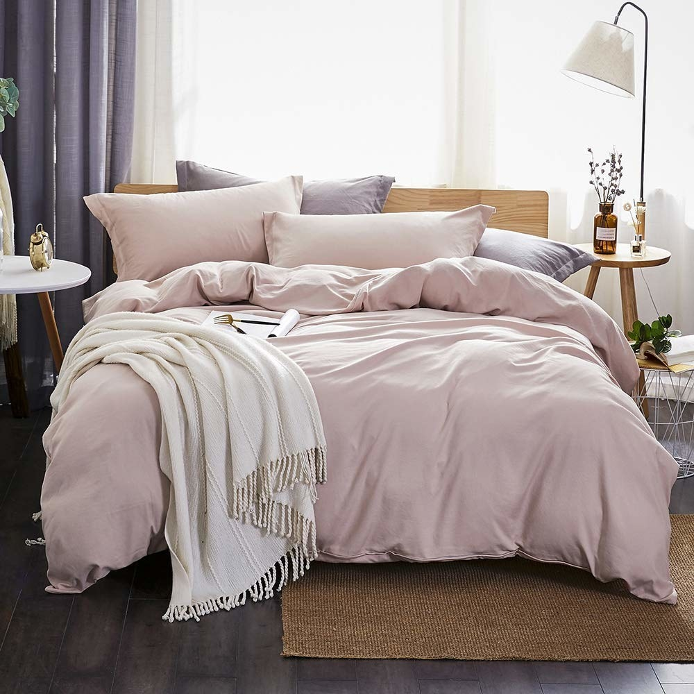 A pale purple duvet cover and pillows on a bed