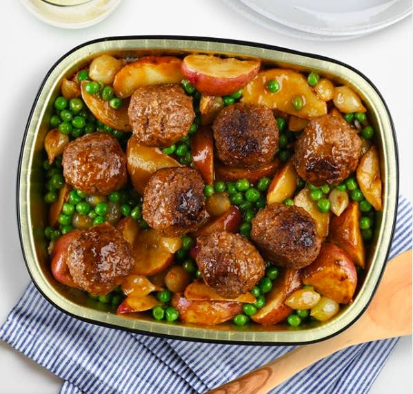 meatballs with peas, potatoes and gravy