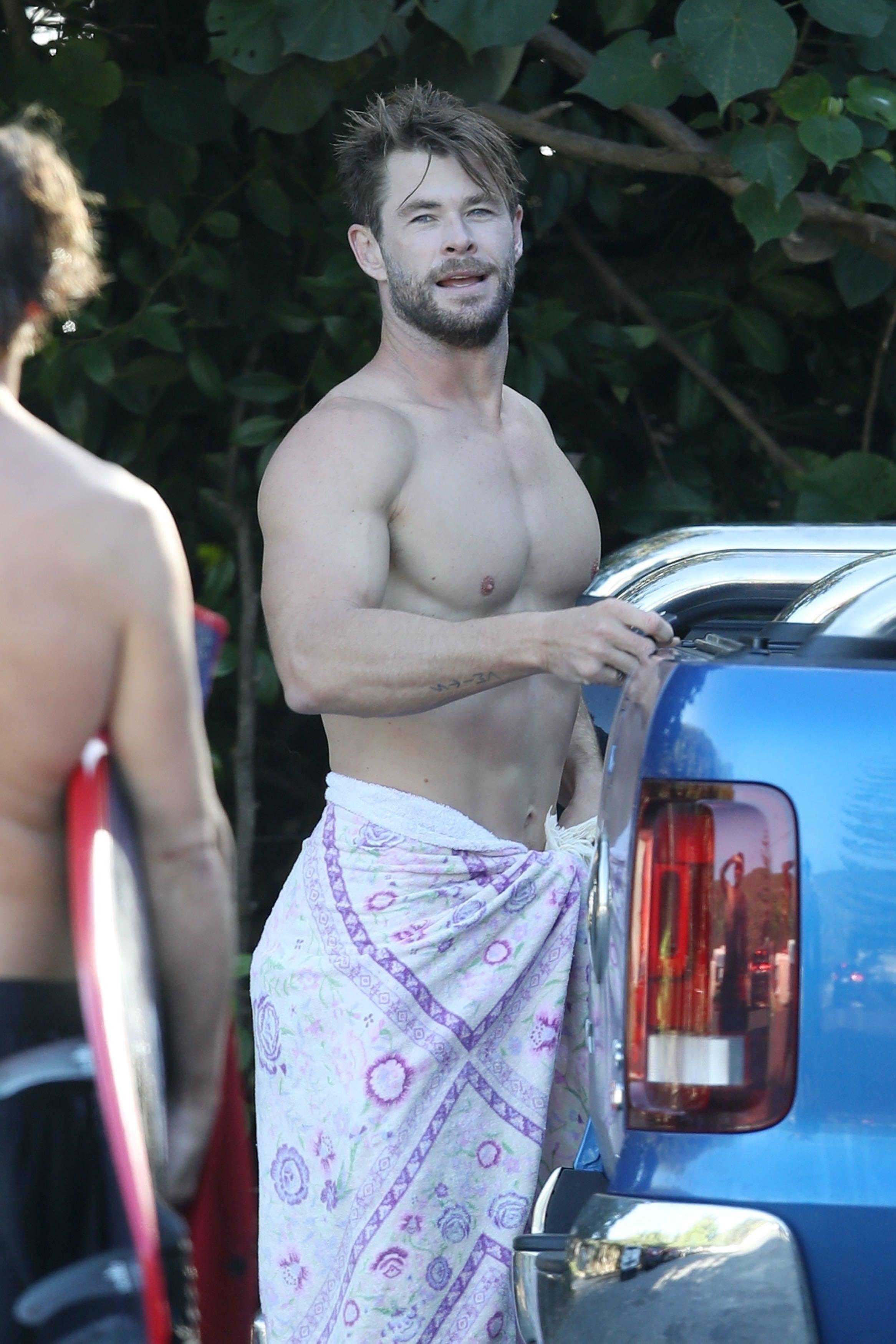 Chris Hemsworth Naked