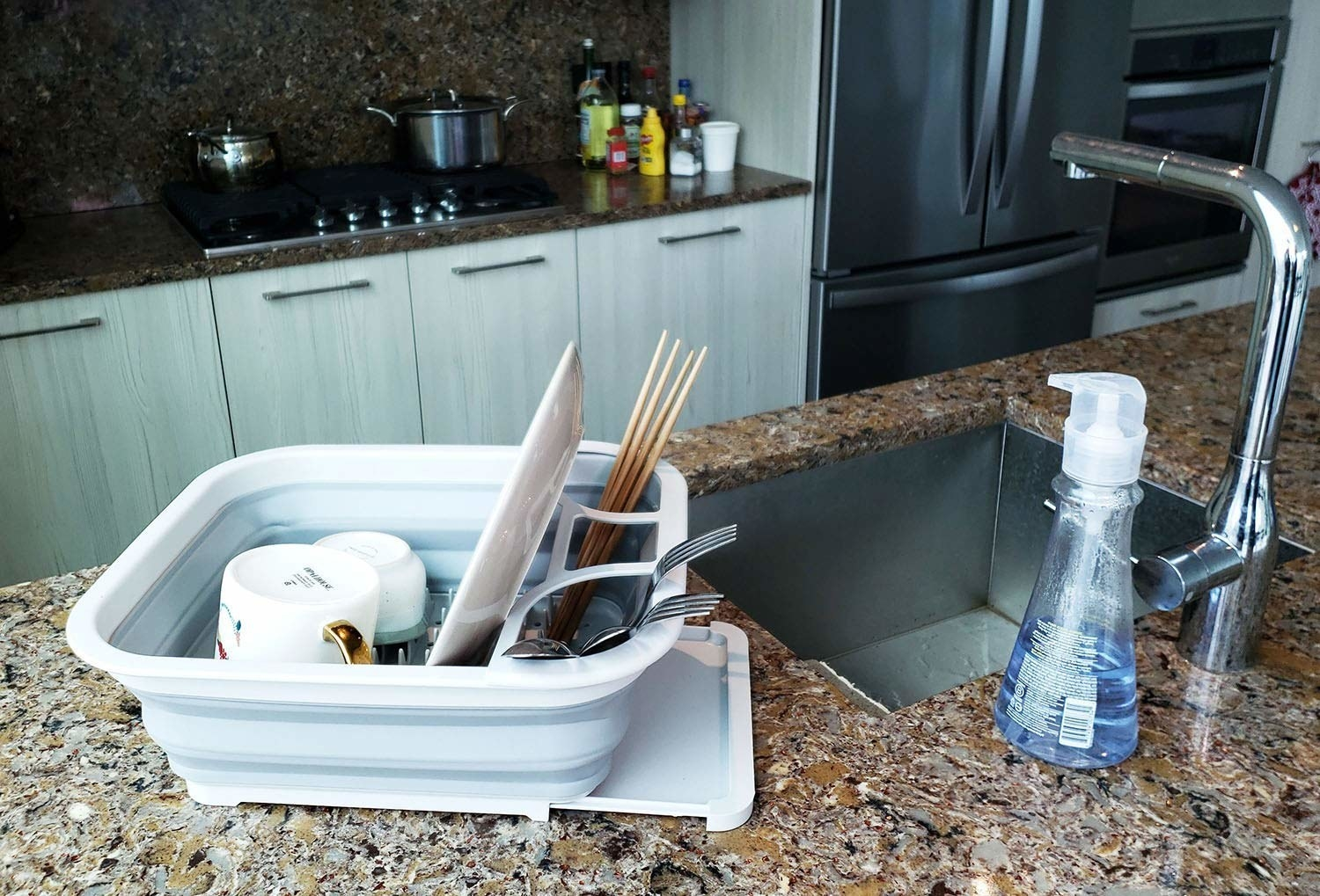 the white collapsible dish drainer