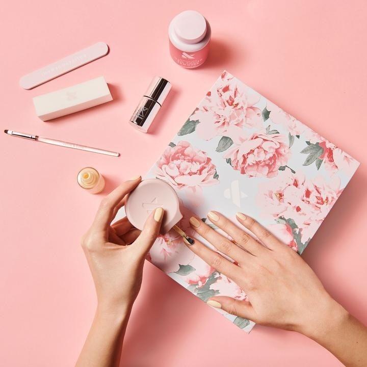 Hands using the poppy polish tool