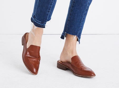 mahagony mules with a pointed loafer look in the front