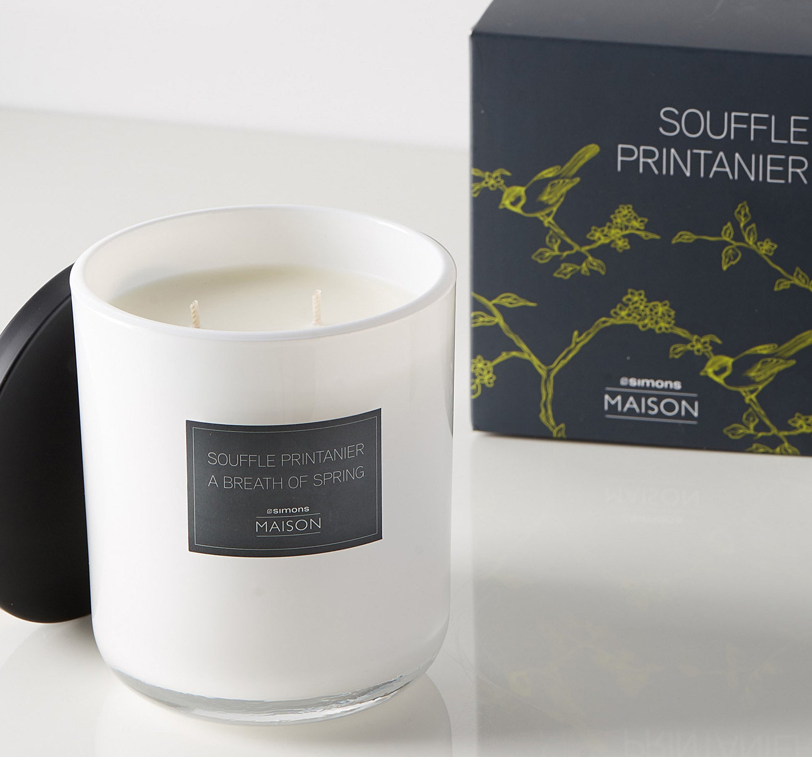 A candle that says a breath of spring